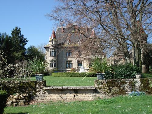 Traumhaftes Schloss mit Parkanlage in der Nähe von Lyon